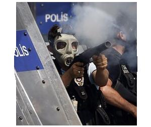 Казаки-разбойники: Что используют для борьбы разные стороны столкновений в Турции. Изображение № 2.
