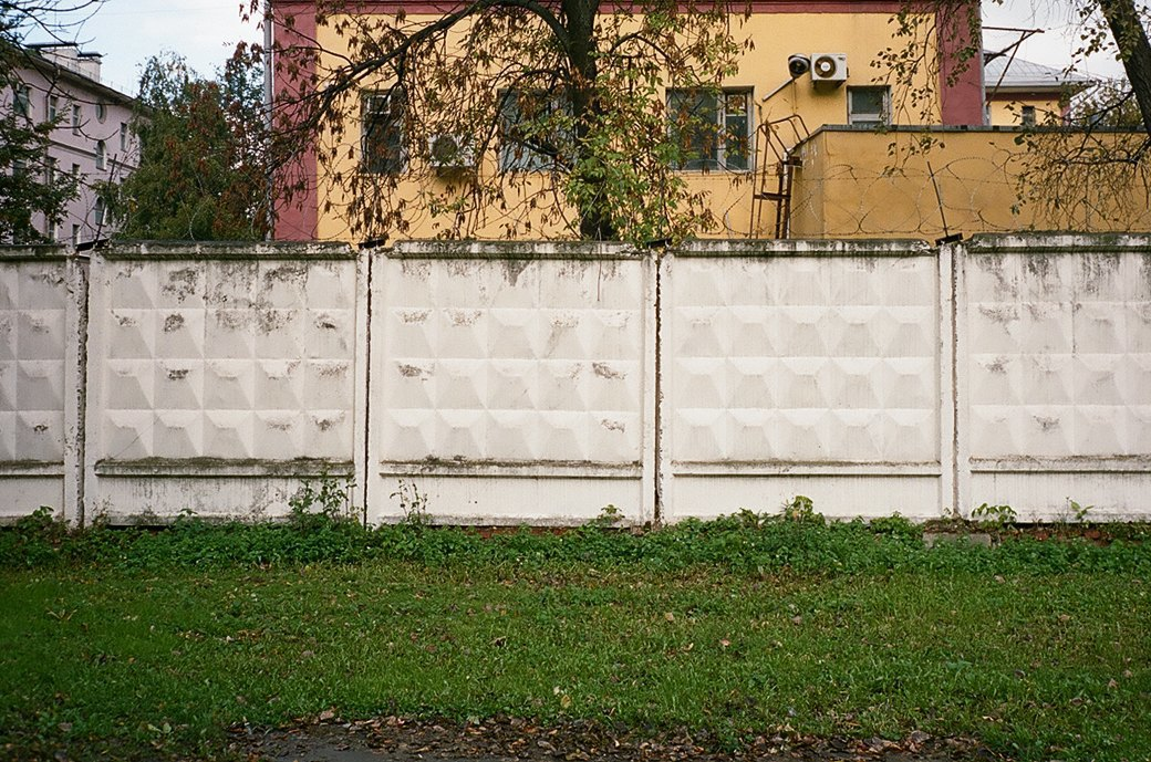 Эксперимент FURFUR: Снимки улиц Москвы как способ разнообразить мужской гардероб. Изображение № 10.