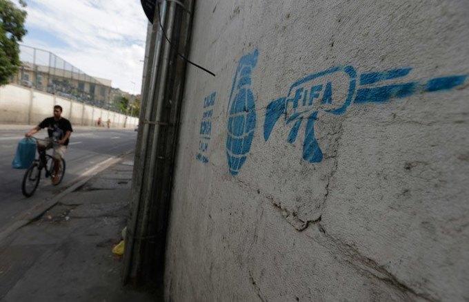 Такой футбол нам не нужен: Граффити против чемпионата мира. Изображение № 13.