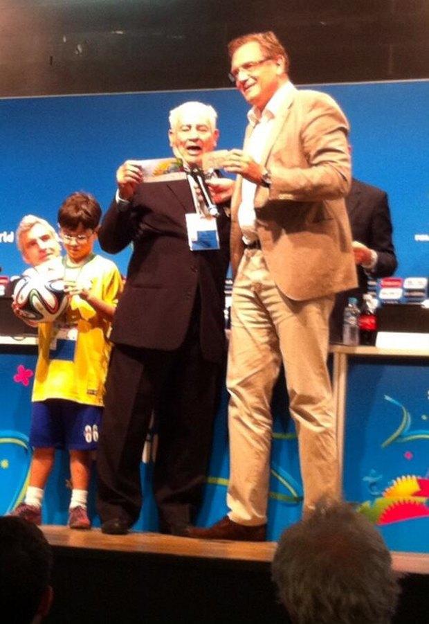 Бразильский пенсионер попал на матч чемпионата мира по билетам 1950 года . Изображение № 1.