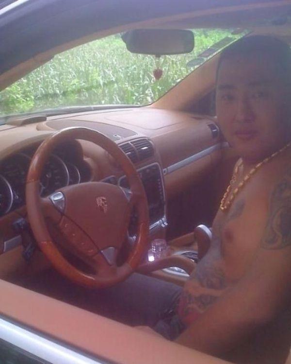 Китайский бандит потерял телефон с коллекцией личных фото: смотрим и обсуждаем. Изображение № 10.