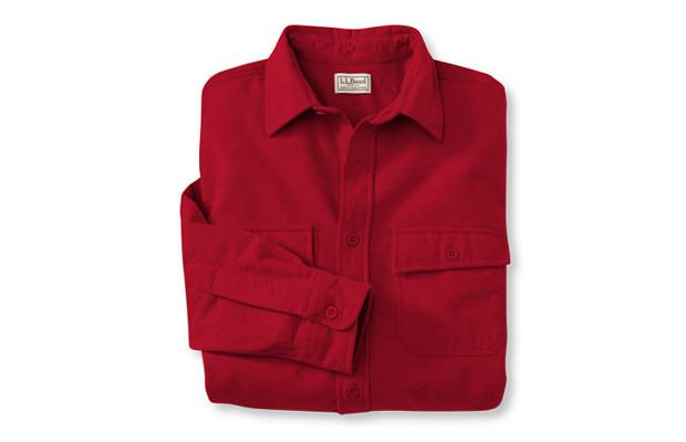 Замшевая рубашка. Название модели, придуманной восемьдесят лет назад, вводит в заблуждение — на самом деле, рубашка изготовлена из высококачественной португальской фланели, которая настолько мягкая, что возникает ощущение, что это не хлопок, а замша. Изображение № 5.