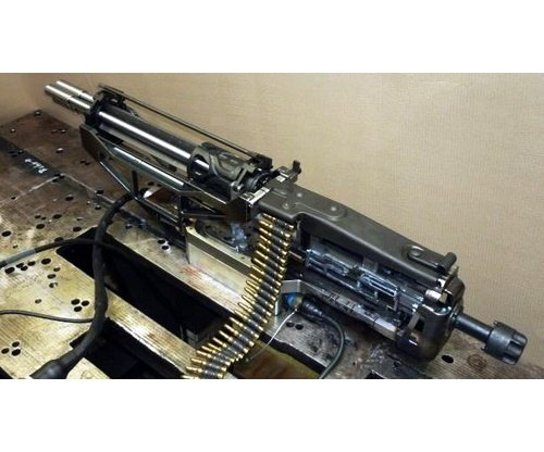Немецкая компания изготовила трехствольный пулемет с электромотором. Изображение № 4.