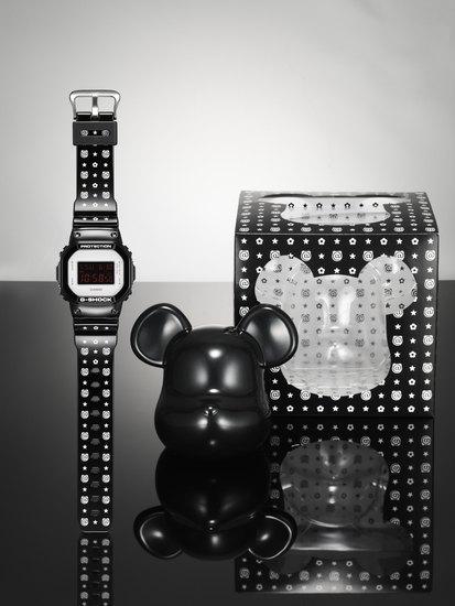 Компании Medicom Toy и Casio выпустили юбилейную модель часов G-Shock. Изображение № 2.