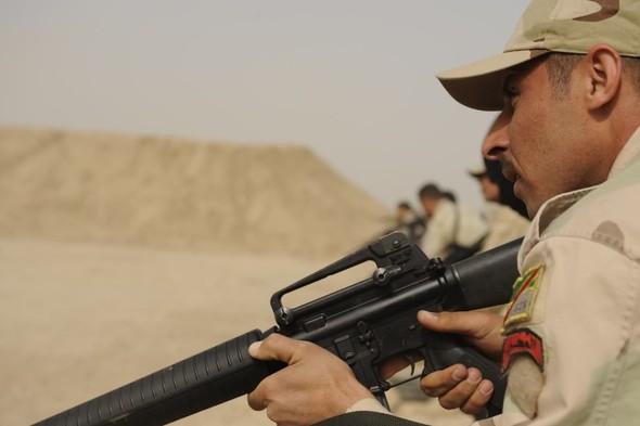 Военное положение: Одежда и аксессуары солдат в Ираке. Изображение № 70.