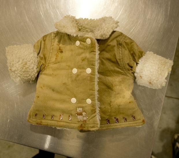 Знаменитое пальто обезьянки из IKEA с самодельной вышивкой. Изображение №7.