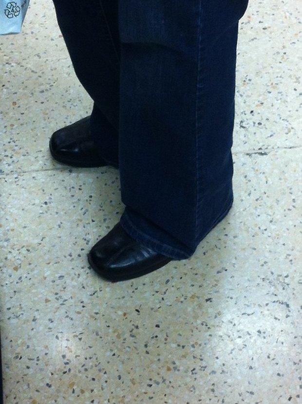 Jeans and Sheuxsss: Еженедельные обзоры худших сочетаний обуви и джинсов. Изображение № 10.