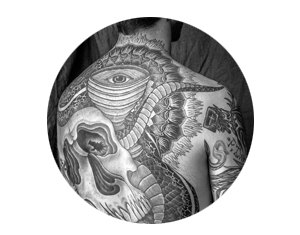На лбу написано: Путеводитель по татуировкам на лице. Изображение №5.