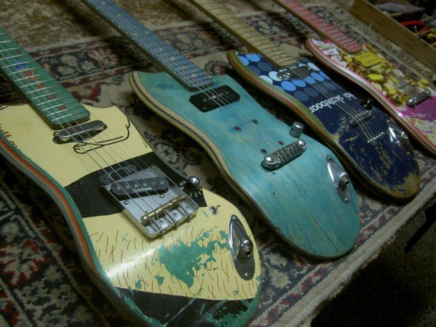 Аргентинская мастерская создает электрогитары из старых скейтбордов. Изображение № 1.