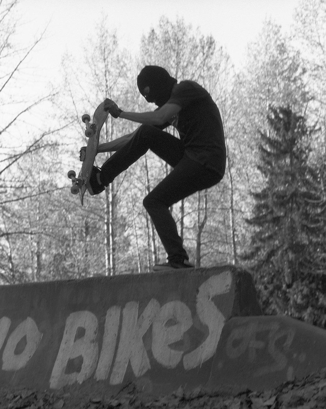 BA.KU.: Фотопроект о загадочной субкультуре канадских скейтеров-металлистов. Изображение № 4.