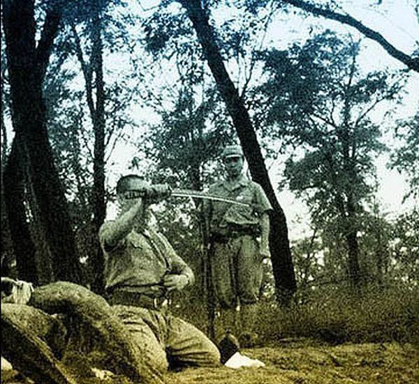 В сети появились уникальные кадры харакири японского офицера . Изображение № 6.