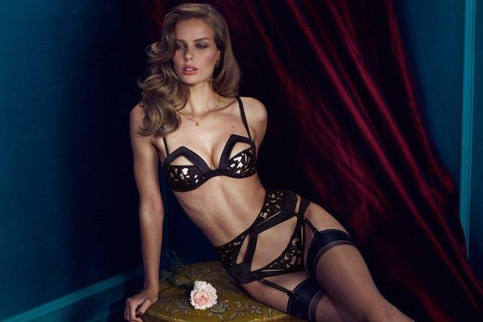 Модели Марлин Хоэк и Синди Бруна снялись в новой рекламе Agent Provocateur. Изображение № 7.