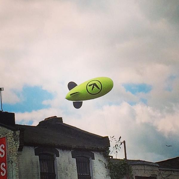 Aphex Twin запустил над Лондоном «дирижабль возвращения». Изображение № 2.