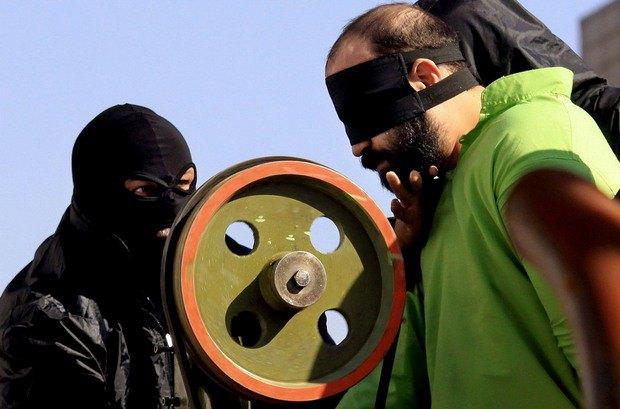 В Иране создали устройство для отрубания рук преступникам. Изображение № 1.