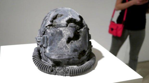 Художник воссоздал предметы современной культуры из вулканического пепла. Изображение № 5.