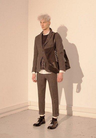 Марка Undercover опубликовала лукбук осенней коллекции одежды. Изображение № 19.
