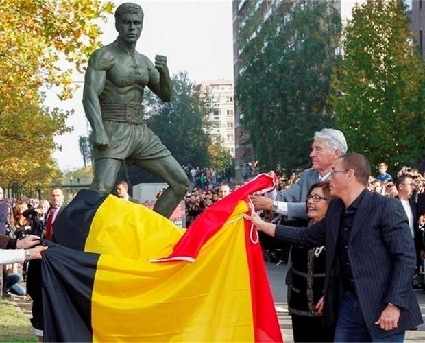 В Брюсселе открылся памятник Жан-Клоду Ван Дамму. Изображение № 2.