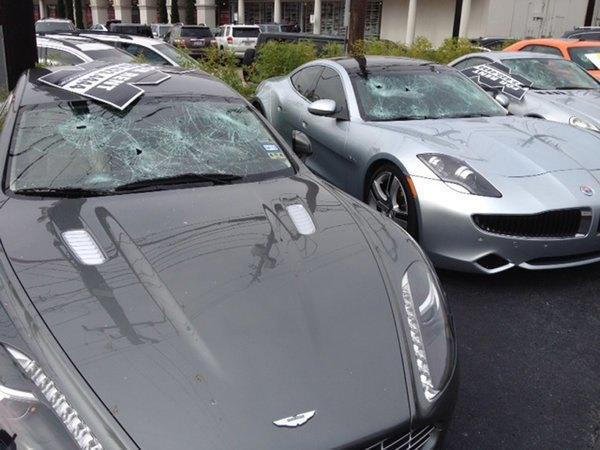 Голый техасец расстрелял автомобилей на 200 тысяч долларов. Изображение № 1.