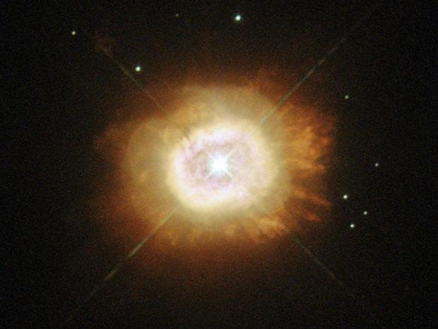 «Хаббл» сфотографировал гибнущее cолнце в созвездии Лебедя. Изображение № 1.