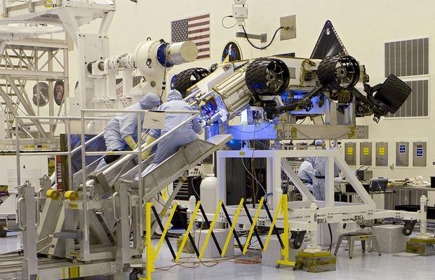 Самый большой в истории марсоход Curiosity приземлился на Марс. Изображение № 3.