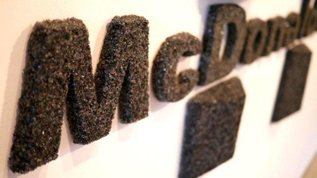 Художник воссоздал предметы современной культуры из вулканического пепла. Изображение № 2.