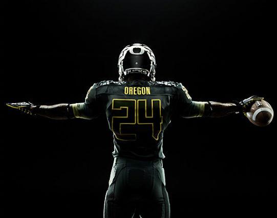 Футуристичная униформа команды Oregon Ducks. Изображение № 1.