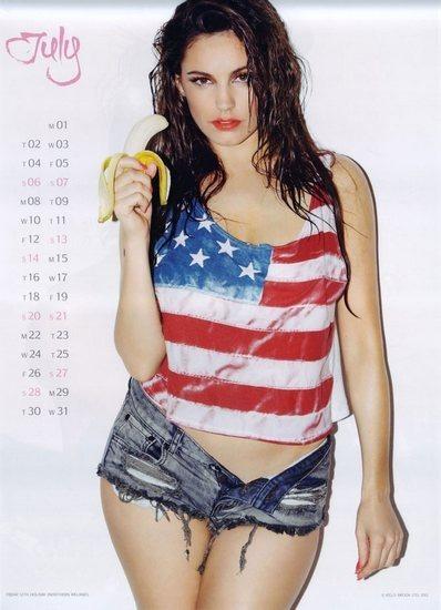 Актриса и модель Келли Брук выпустила собственный эротический календарь. Изображение № 8.