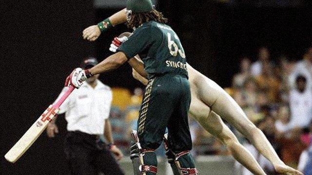 Стрикеры: кто и зачем выбегает на поле по время спортивных матчей. Изображение № 18.