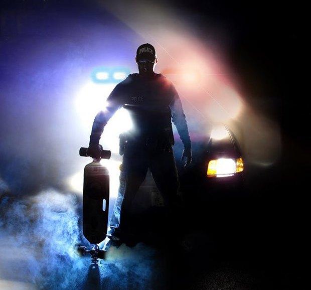 В Америке появился полицейский, патрулирующий улицы на лонгборде. Изображение № 1.