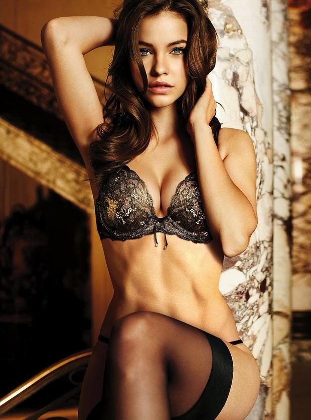 Модели Барбара Палвин и Даутцен Крус снялись в рекламе нижнего белья Victoria's Secret. Изображение № 1.