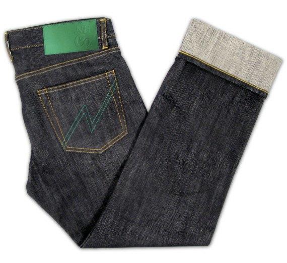Японский бренд Neighborhood и пивоварня Heineken сшили совместную модель джинсов. Изображение № 3.