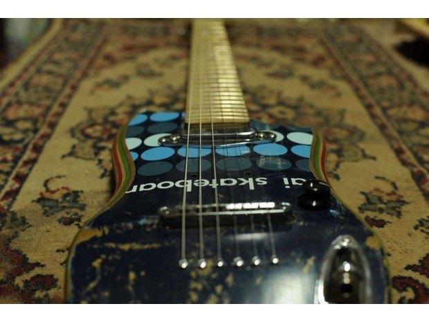 Аргентинская мастерская создает электрогитары из старых скейтбордов. Изображение № 12.