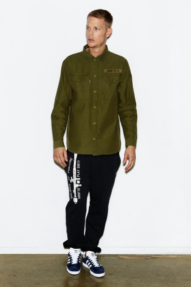 Марка Undefeated выпустила лукбук новой коллекции одежды своей линейки Holiday. Изображение №5.