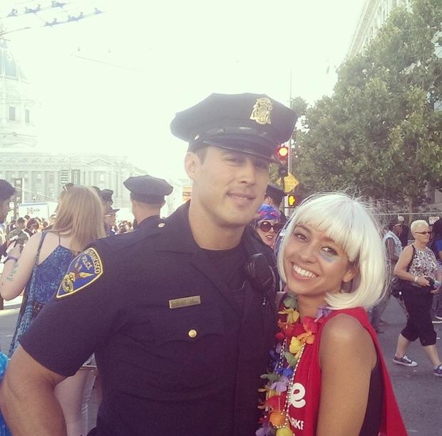 Полицейский с модельной внешностью стал интернет-мемом в США. Изображение № 2.