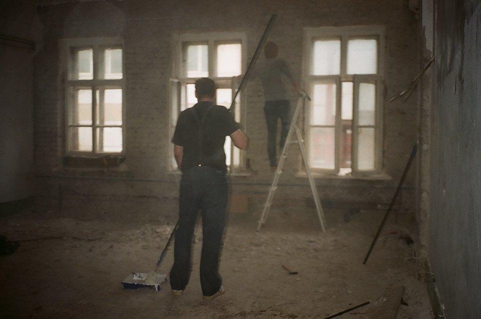 Фоторепортаж: Как мы сделали ремонт в мастерской силами редакции. Изображение № 5.