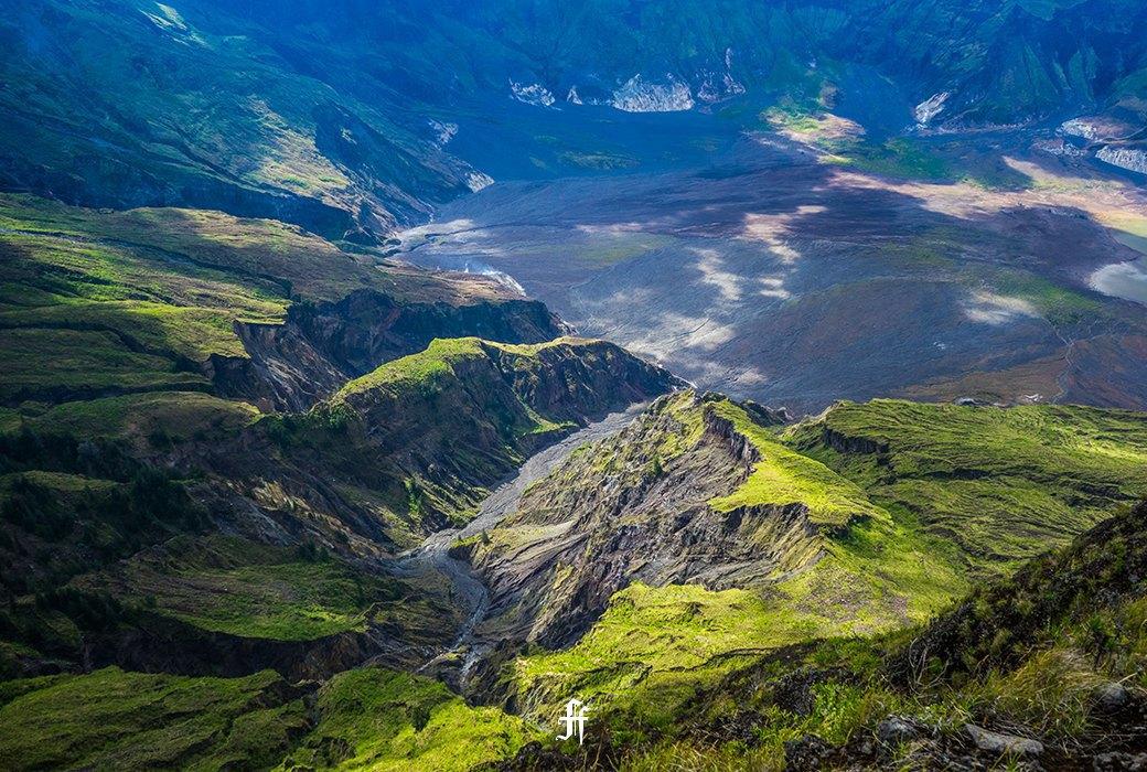 Тамбора, великий и ужасный: Как мы спустились на парапланах в кратер действующего вулкана. Изображение № 22.