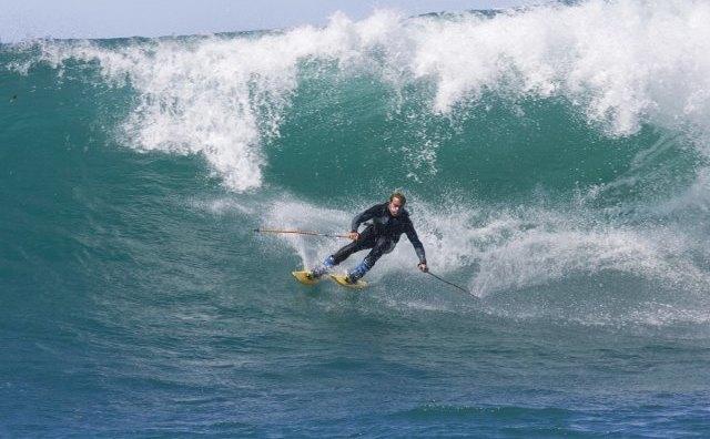 Сёрф-скиинг: Кто придумал спускаться по волнам на лыжах и для чего это нужно. Изображение № 3.