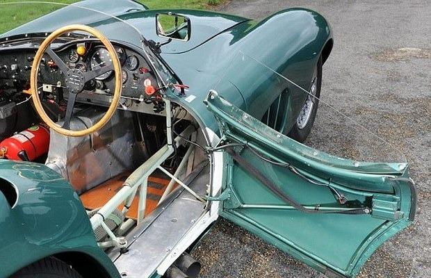 Победитель «Ле-Мана», спорткар Aston Martin DBR1 1957 года, выставлен на аукцион . Изображение № 13.