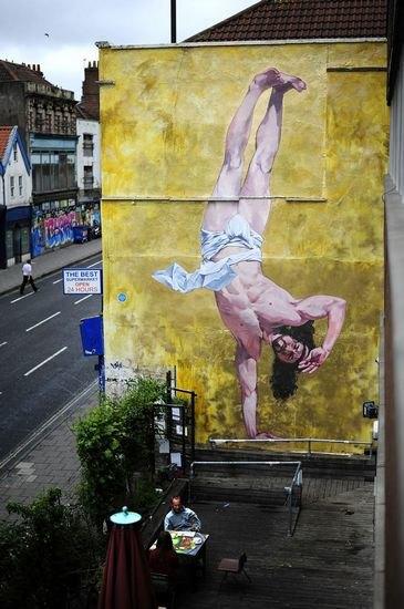 В Бристоле появилось граффити с танцующим брейк Иисусом. Изображение № 1.