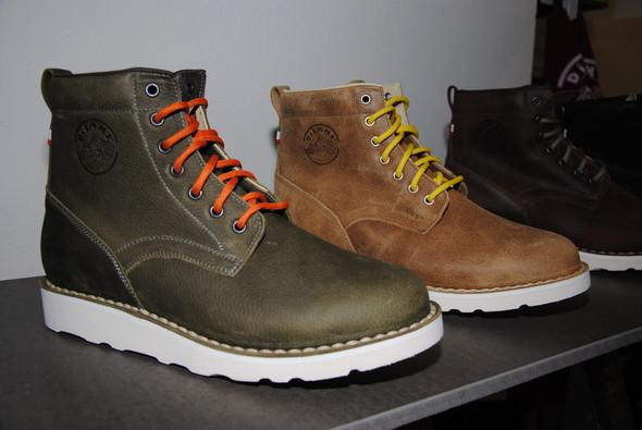 Модель, вдохновленная, по-видимому, силуэтом классических рабочих ботинок.. Изображение № 5.