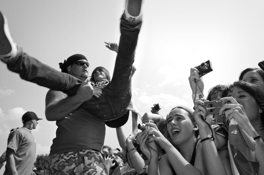 Музыка нас связала: Фотограф Эрин Фейнберг десять лет снимает фанатов на концертах. Изображение № 2.