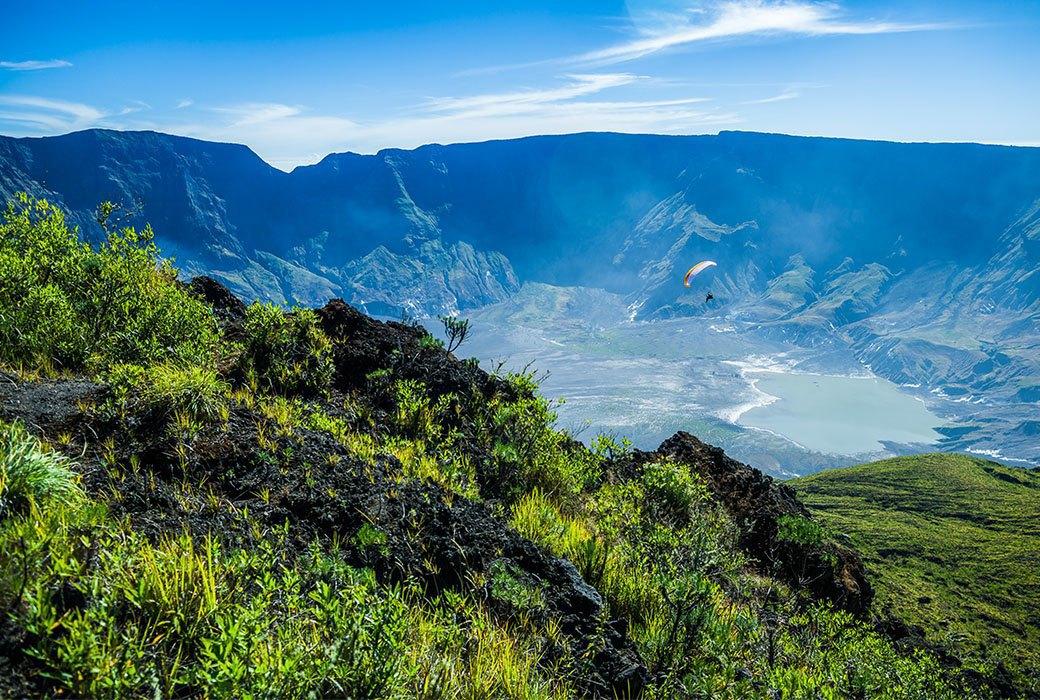 Тамбора, великий и ужасный: Как мы спустились на парапланах в кратер действующего вулкана. Изображение № 14.