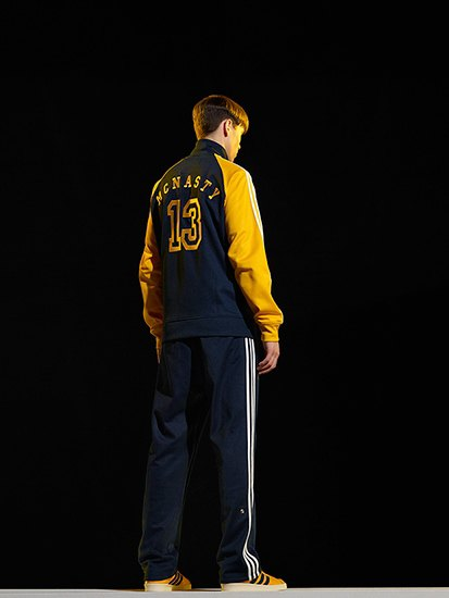 Марка Adidas Originals и дизайнер Казуки Кураиши запустили новую линейку одежды. Изображение № 11.