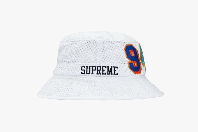 Supreme выпустил серию панам к своему юбилею. Изображение № 1.
