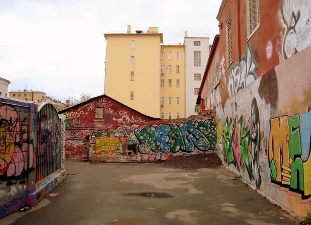 Собянин поручил разрисовать граффити подземные переходы и фасады домов. Изображение № 1.