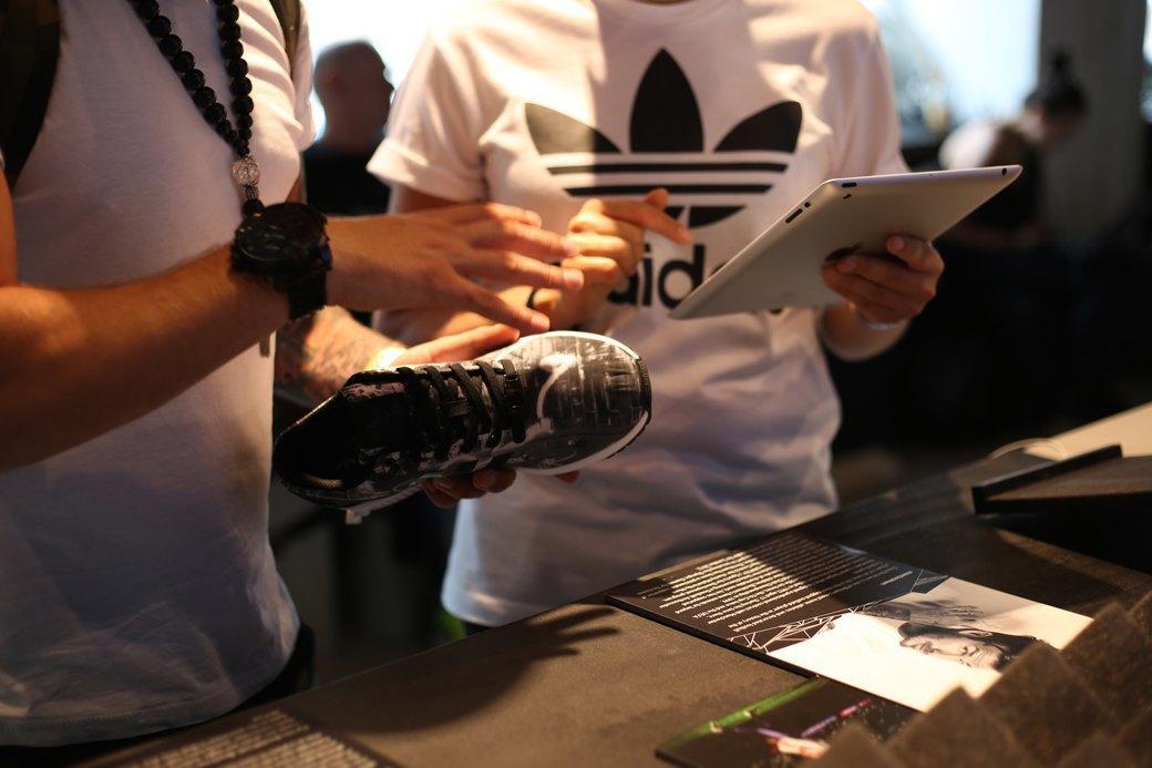 Как превратить фотографию со своего iPhone в кастомный кроссовок с помощью приложения Adidas. Изображение № 6.