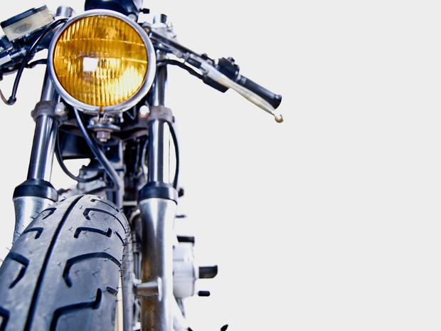 Американская мастерская MotoHangar выпустила каферейсер Yamaha XS400. Изображение № 6.
