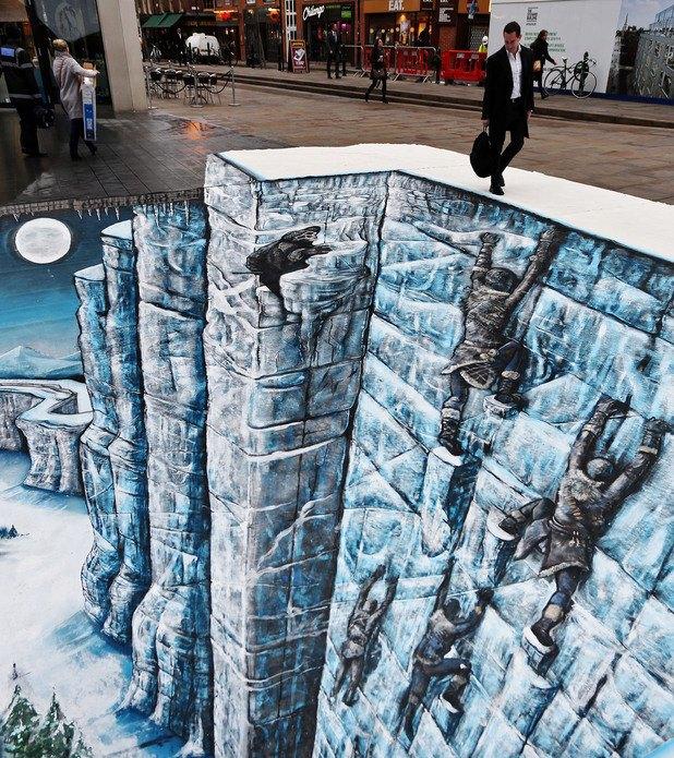 На улице Лондона появилась Стена из «Игры престолов». Изображение № 1.