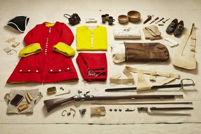 Британец сфотографировал всё военное снаряжение начиная с XI века. Изображение № 6.