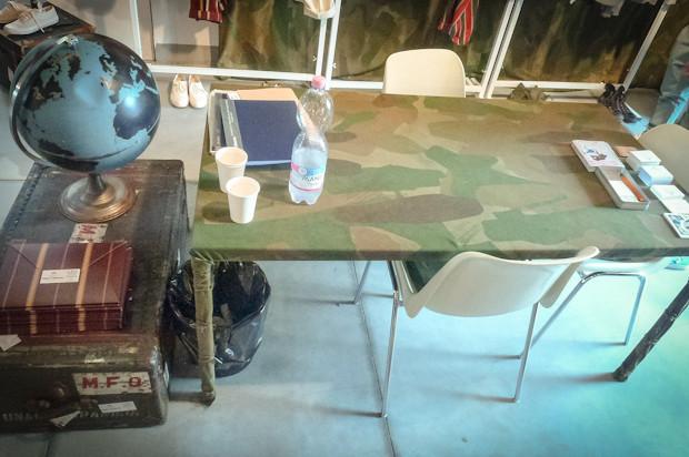 Весь стенд был оформлен камуфляжным полотном. Изображение № 52.